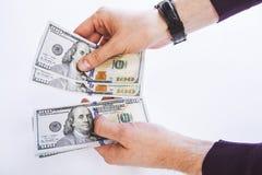 Мужские руки подсчитывая деньги Стоковая Фотография