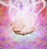 Мужские руки с sparkles Стоковая Фотография