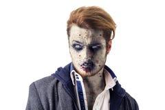 Мужское положение зомби изолированное на белой предпосылке стоковое фото rf