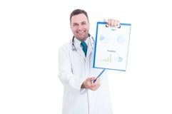 Мужское сотрудник военно-медицинской службы показывая продажи и диаграммы прогнозов стоковые изображения rf