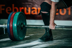 мужское deadlift спортсмена в конкуренции Стоковые Фотографии RF