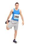 Мужской бегун делая протягивая тренировку Стоковые Изображения RF