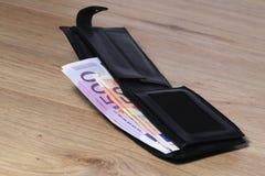 Мужской бумажник с наличными деньгами евро Стоковые Фотографии RF