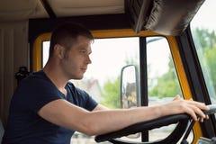 Мужской водитель грузовика Стоковые Фото