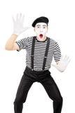 Мужской выполнять художника пантомимы изолированный на белой предпосылке стоковые изображения rf