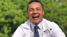 Мужской доктор Laughing стоковое фото
