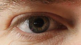 Мужской конец глаза вверх сток-видео