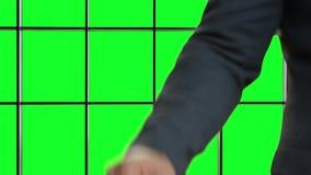 Мужской ключ автомобиля пропуска рук акции видеоматериалы