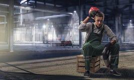 Мужской отдыхать рабочий-строителя Стоковые Фото