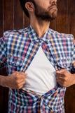 Мужской профессионал вытягивая его рубашку любит супергерой стоковые изображения rf