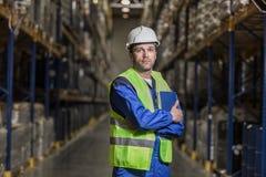 Мужской работник стоя между собственными личностями с тетрадью Стоковое Фото