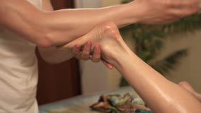 Массаж салоне как девушка делает видео эротический массаж жара хабаровск