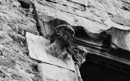 Мужской характер с ангелом окном стоковые изображения rf