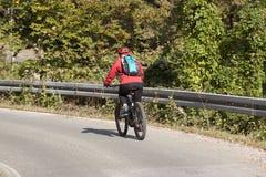 Мужчина водителя велосипеда стоковые фотографии rf