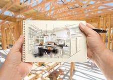 Мужчина вручает ручку и блокнот удерживания с изготовленной на заказ кухней Illu Стоковое фото RF