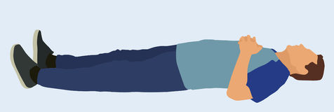 Мужчина лежа на плоской поверхности Стоковые Фото