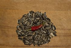 Мужчина здоровья горячего перца семян подсолнуха стоковое фото rf