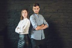мужчина и женщина команды дела сформировали молодого standi бизнесменов Стоковое Изображение RF
