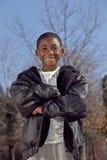 мужчина ребенка афроамериканца outdoors играя Стоковое фото RF