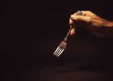 мужчина удерживания руки вилки Стоковые Фотографии RF