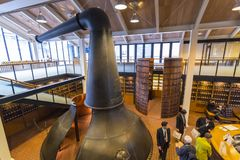Музей вискиа Suntory Yamazaki посетителей стоковая фотография