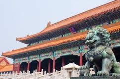 Музей дворца запретного города & статуя льва, Пекин Китай Стоковые Фото