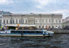 Музей Faberge от канала в Санкт-Петербурге, России Стоковые Фото