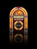 Музыкальный автомат изолированный на черноте Стоковое Фото