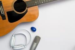 Музыкальный инструмент на белой предпосылке стоковое изображение rf