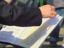Музыкант играя музыку примечанием Стоковые Фотографии RF