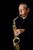Человек играя саксофон Стоковые Изображения RF