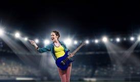 Музыкант утеса на концерте Мультимедиа стоковые фотографии rf