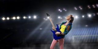 Музыкант утеса на концерте Мультимедиа Стоковое Фото
