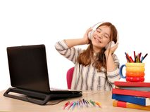 Музыка маленькой девочки слушая на наушниках Стоковое Изображение