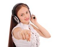 Музыка милого девочка-подростка слушая на ее наушниках Стоковые Изображения