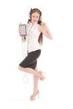 Музыка милого девочка-подростка слушая на ее наушниках Стоковое Фото