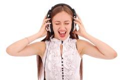 Музыка милого девочка-подростка слушая на ее наушниках Стоковое фото RF