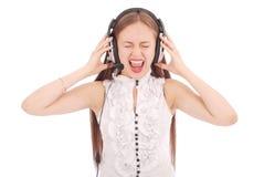 Музыка милого девочка-подростка слушая на ее наушниках Стоковые Изображения RF