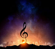 Музыка подписывает внутри темноту Мультимедиа Мультимедиа Стоковые Фото