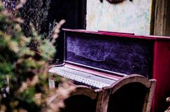 Музыка рояля в повреждении стоковое изображение rf