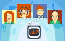 Музыка семьи слушая Стоковая Фотография RF