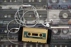 Музыка - цифровая и сетноая-аналогов стоковые изображения