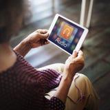 Музыка цифров течь концепция развлечений мультимедиа онлайн стоковое фото rf