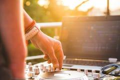 Музыка Dj смешивая внешняя Стоковая Фотография