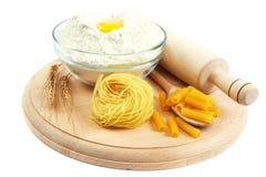 Мука, яичка, макаронные изделия, печь ингридиенты для варить Стоковая Фотография