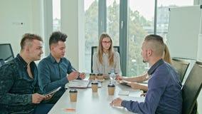Мульти-этническая встреча команды дела стоковое изображение rf