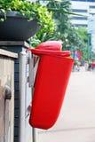 Мусорное ведро. Ящик улицы вывоза мусора Стоковые Изображения