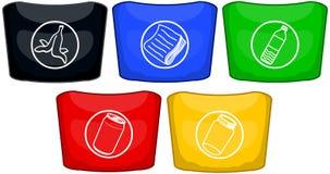 Мусорные баки в других цветах для рециркулировать Стоковое Изображение RF