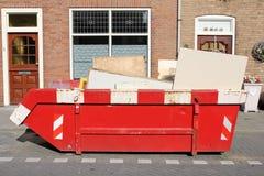 Мусорный контейнер крена- стоковое фото