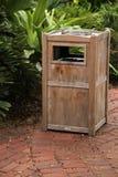 Мусорный ящик снаружи Стоковые Фото